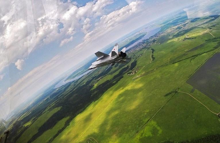 Trước khi ấn định thời điểm nghỉ hưu cho MiG-31, tiêm kích này đã được hiện đại hóa lên biến thể BM dành cho Không quân Nga. Đây cũng là lần hiện đại hóa lớn nhất của MiG-31 kể từ khi được đưa vào trang bị từ năm 1981, ông Sergei Korotkov.