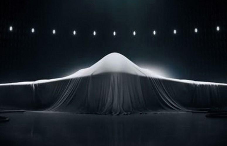 Mới đây, Không quân Mỹ đã ra bản phác họa mẫu thiết kế B-21 – máy bay ném bom thế hệ 5. Nhiều thông tin chi tiết cho thấy B-21 sẽ là mẫu máy bay vượt trội về công nghệ so với mẫu máy bay ném bom B2.