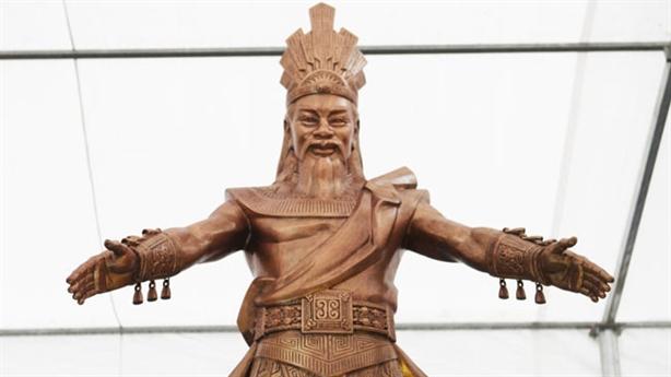 Dựng tượng Vua Hùng: Đời nào, mặc gì, dáng dấp ra sao?