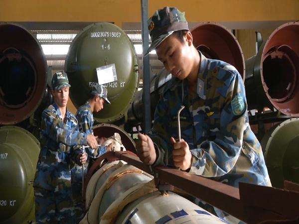 Dù hiện nay, phòng không Việt Nam đã được trang bị những hệ thống tên lửa hiện đại hơn nhiều nhưng nòng cốt của phòng không vẫn dựa vào những hệ thống tên lửa được sản xuất từ những năm 1960.