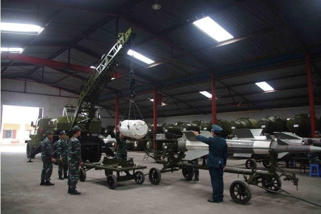 Đặc biệt đến nay, ngành kỹ thuật Quân chủng đã phối hợp với đối tác và các nhà máy tổ chức cải tiến hàng loạt bộ khí tài tên lửa ứng dụng công nghệ mới, bắn nghiệm thu thành công và đưa vào trang bị cho các đơn vị làm nhiệm vụ sẵn sàng chiến đấu.