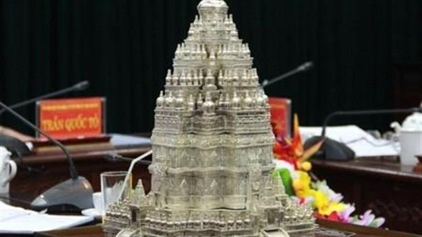 Tháp Phật 10.000 tỷ và tài làm thương mại tâm linh