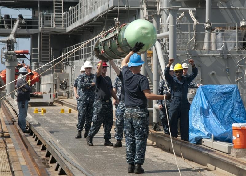 Theo chuyên gia phân tích quốc phòng Dave Majumdar của tạp chí National Interest, việc Hải quân Mỹ trang bị ngư lôi Mod 7 không gì khác nhằm tìm kiếm lợi thế trước Trung Quốc trong cuộc đối đầu tiềm tàng trên Thái Bình Dương và đây cũng chính là nguyên nhân khiến Mỹ phải tích hợp thêm tính năng chống hạm cho tên lửa phòng không SM-6 và \