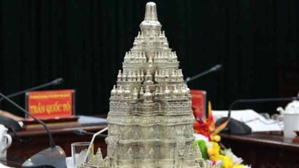 Tháp Phật giáo lớn nhất thế giới: Việt Nam không cần!