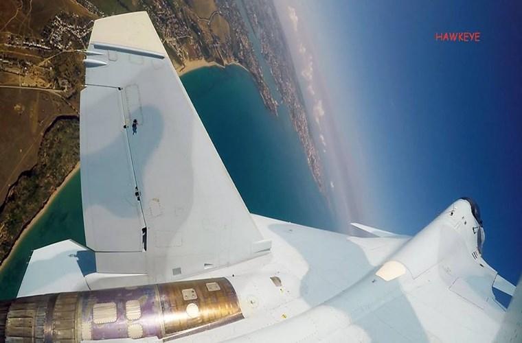 Vòng loại cuộc thi không quân quốc tế Aviadarts-2016 sẽ giúp Không quân Nga chọn ra được đội đại diện cho binh chủng này tham gia Aviadarts-2016 diễn ra vào tháng 8 tới. Cận cảnh phần thân của một chiếc Su-30SM được chụp từ camera được gắn trên cánh đuôi của nó.