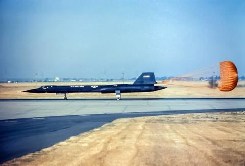 Toàn bộ SR-71 được Mỹ sản xuất đều được chế tạo bằng titan của Liên Xô do CIA đưa lậu vào Mỹ, Liên Xô là quốc gia sản xuất titan có chất lượng tốt nhất thế giới và điều này luôn khiến Mỹ thèm muốn. Đối với máy bay, titan là vật liệu rất quan trọng, bởi phần lớn vỏ ngoài, bộ phận hạ cánh của của máy bay được sản xuất từ titan.