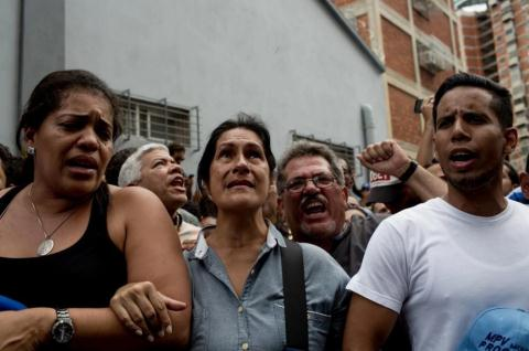 Con cung quan ep Venezuela quay lai voi My