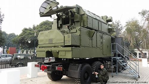 Sự kiện Tor-M2KM xuất hiện trọng bộ cánh mới trên xe KAMAZ trong khi loại xe tải quân sự việt dã này đang ngày càng được Quân đội Việt Nam ưa chuộng dùng cho các tổ hợp pháo phòng không, radar cảnh giới nhìn vòng và radar bắt thấp chế tạo trong nước thì phiên bản Tor-M2KM kể trên cũng rất có thể đã được \