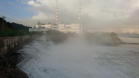 Nhiệt điện xả nước cực nóng ra sông: Dân nói khác...lời quan