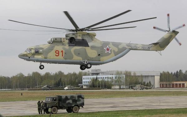 Mi-26 thực sự đủ điều kiện dẫn đầu trong số những loại máy bay trực thăng vận tải hiện hành. Trong khi đó dù là trực thăng lớn nhất hiện có trong Không quân Mỹ nhưng CH-47 Chinook chỉ được xếp \