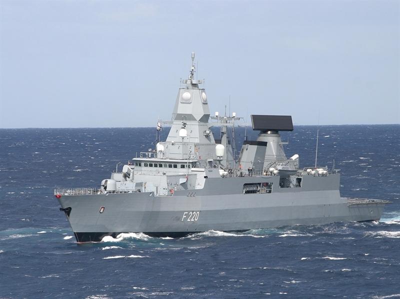 Là lớp chiến hạm sở hữu sức mạnh công/thủ toàn diện nhất của châu Âu đang hoạt động trong Hải quân Đức, tuy nhiên vũ khí trang bị của dòng chiến hạm này lại hầu hết do Mỹ sản xuất, hãng tin RIA của Nga nhận định sau khi Đức điều lớp chiến hạm này đến Syria hỗ trợ chiến dịch tấn công IS của Pháp.