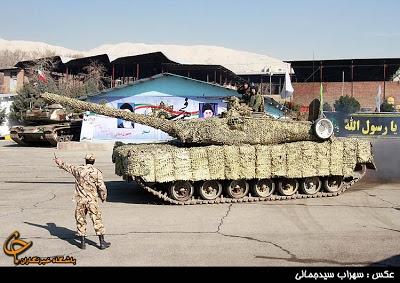 Ngay sau tuyên bố của ông Pourdastan, tờ Army Recognition dẫn lời Chuẩn tướng Kioumars Heidari – Chỉ huy lực lượng Lục quân Iran cho hay, Iran đã đưa vào sản xuất hàng loạt dòng xe tăng chiến đấu chủ lực thế hệ mới có tên gọi Karrar do nước này tự phát triển với các tính năng tương tự như xe tăng T-90 của Nga.
