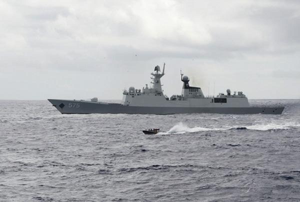 Ngoài ra, chúng có thể được sử dụng để Trung Quốc phá sóng hoặc gây nhiễu radar và hệ thống cảm biến điện tử của đối phương. Không chỉ những hệ thống radar được Trung Quốc triển khai (phi pháp) trên Biển Đông mà ngay những chiến hạm thế hệ mới của Bắc Kinh cũng được tích hợp tính năng tác chiến điện tử đủ mạnh để khiến đối phương \
