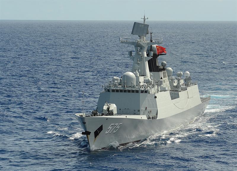 Dù bề ngoài Trung Quốc nói rằng những hệ thống này sử dụng cho mục đích tìm kiếm cứu hộ, nhưng thực tế chúng chủ yếu được lắp đặt cho quân đội Trung Quốc. Những thiết bị này kết hợp với mạng lưới vệ tinh tình báo quân sự ngày càng được tăng cường của Trung Quốc, giúp Bắc Kinh theo dõi tàu thuyền và các trang bị quân dụng khác trong khu vực theo thời gian thực. Trong ảnh: Chiến hạm Type 054A của Trung Quốc.