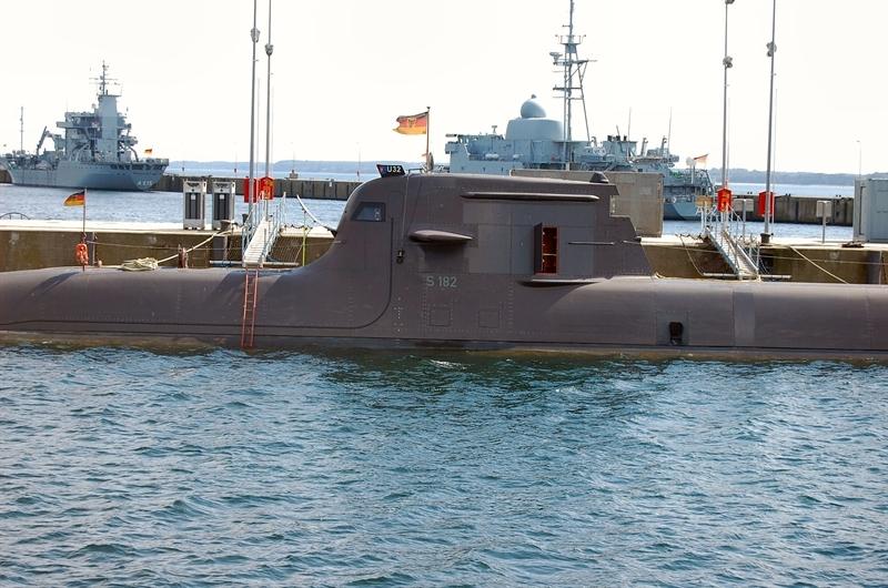 Điều làm nên sự khác biệt của Type 212 là việc chúng được thiết kế thủy động lực học độc đáo cho phép tàu ngầm này hoạt động ở những vùng nước sâu chỉ 17 m. Điều đó cho phép nó tiếp cận bờ biển gần hơn so với bất kỳ loại tàu ngầm nào trên thế giới.