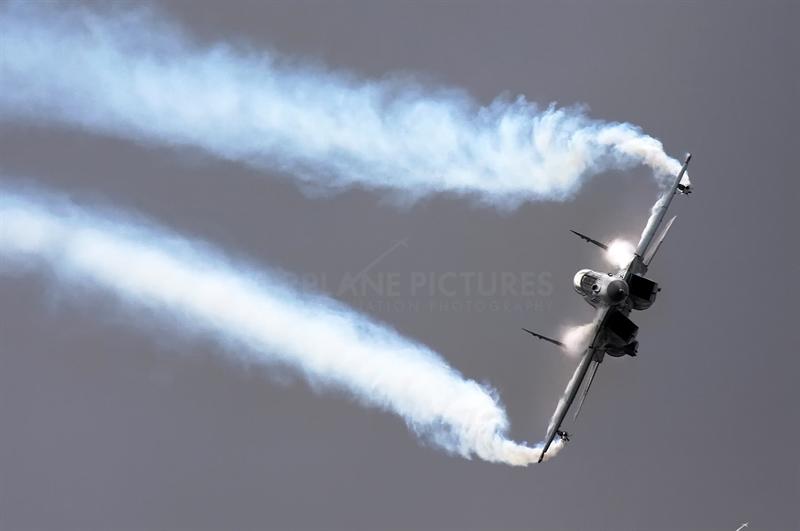 Tuyên bố của ông Sergei Korotkov về khách hàng muốn mua tiêm kích MiG-35 được cho là khá bất ngờ bởi theo nhận định của hãng tin NDTV của Ấn Độ (khi Nga tuyên bố nâng cấp dòng máy bay này hồi đầu tháng 4/2016), MiG-35 được coi là máy bay ế ẩm nhất trong lịch sử xuất khẩu quốc phòng của Nga.