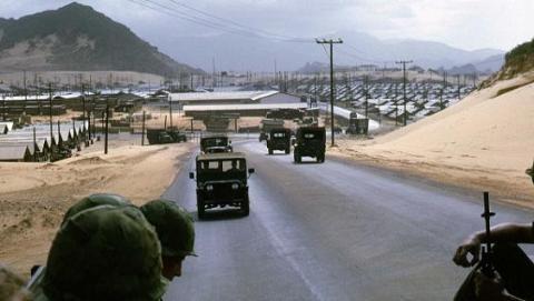 Giới Ngoại giao và Quân sự Nga mâu thuẫn về Cam Ranh
