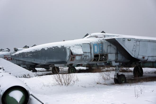 Đáng tiếc do sự sụp đổ của Liên Xô và những khó khăn thời hậu Xô Viết, rất nhiều tiêm kích MiG-31 đã bị loại biên do chính quyền mới không thể đáp ứng chi phí khai thác \