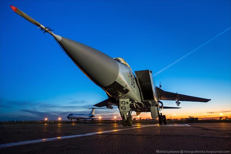 Tiếp đó, dòng máy bay tiêm kích hai chỗ ngồi này với hệ thống radar hàng không mạnh mẽ sẽ giúp kiểm soát và bảo vệ không phận Syria theo mốc thời gian thực\
