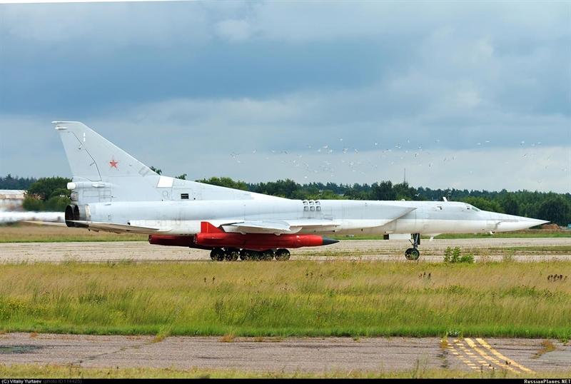 Trang Vpk ngày 29/11 dẫn nguồn tin Bộ Quốc phòng Nga cho biết, vũ khí siêu thanh cho máy bay tầm xa có tốc độ Mach 5, có thể sử dụng để tiêu diệt mục tiêu mặt đất cũng như chiến hạm của đối phương. Theo kế hoạch, vũ khí này sẽ chính thức trang bị cho Không quân Nga vào khoảng thời gian 2020-2030.