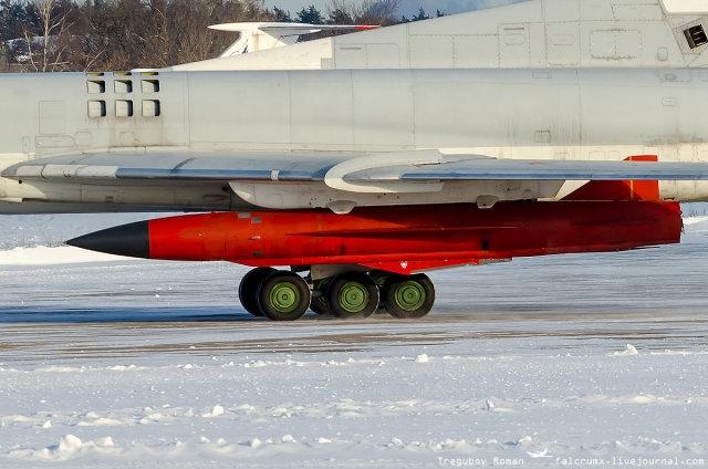 Dù nguồn tin trên không cho biết thông tin về vũ khí mới này, tuy nhiên báo Military Russia ngày 24/8 dẫn nguồn tin công nghiệp quốc phòng Nga khẳng định, vũ khí mới dành cho Tu-22M3 chính là tên lửa Kh-32 - loại vũ khí đang bước vào giai đoạn hoàn thành và đã sẵn sàng trực chiến. Tổng biên tập của Military Russia, nhà báo Dmitry Kornev cho biết: Tên lửa hành trình mới được thiết kế chủ yếu để phá hủy tàu chiến, radar, cầu, đường, chiến xa, nhà máy phát điện và căn cứ quân sự của kẻ thù.