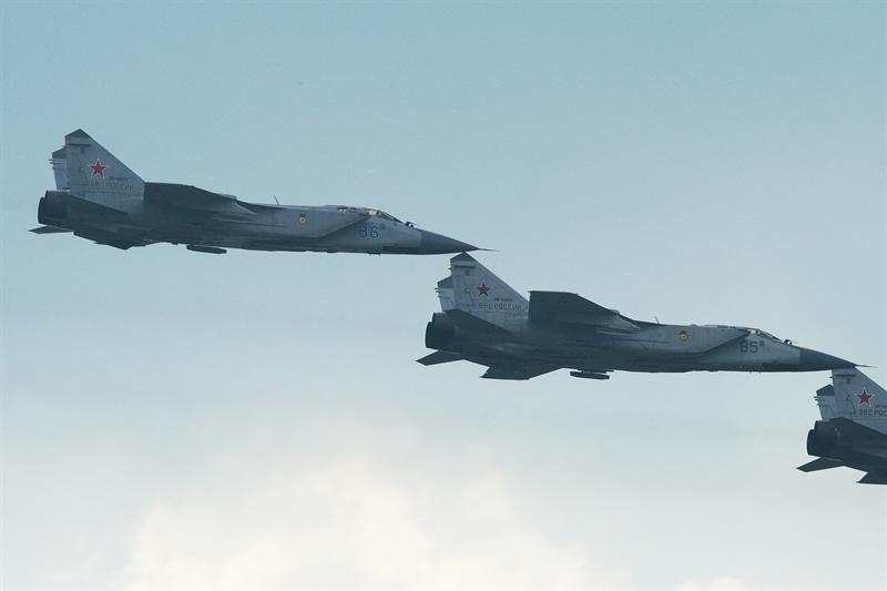Sẽ không có gì đáng bàn về quyết định cho MiG-31 nghỉ hưu của Nga nếu trước đó Phó Thủ tướng Nga Dmitry Rogozin không quyết định nối lại việc sản xuất với tiêm kích MiG-31.
