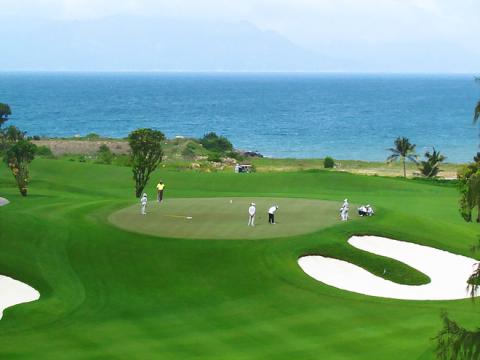 Du an san golf Quang Binh: Chuyen gia len tieng...