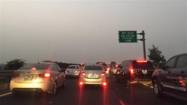 Cao tốc tắc, trạm BOT vẫn thu phí: Bộ GTVT phân trần