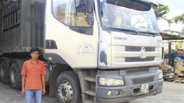Xe container dìu xe khách: Thêm anh hùng cứu 30 mạng người