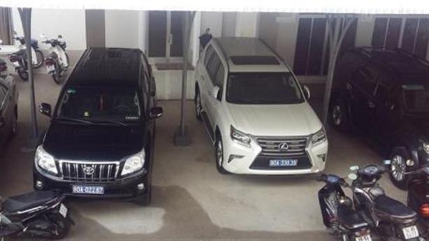 Cà Mau đã trả lại 2 xe Lexus doanh nghiệp tặng