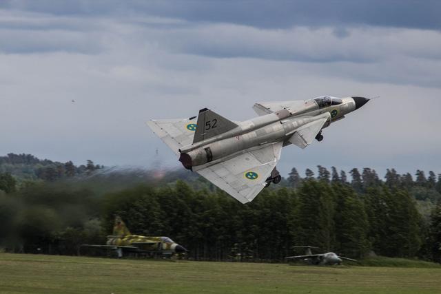 Nguồn tin quân sự Thụy Điển khẳng định rằng, lịch sử hàng không thế giới ghi nhận, Saab JA-37 Viggen là chiến đấu cơ duy nhất khóa được mục tiêu là máy bay trinh sát SR-71 Blackbird của Mỹ khi chiếc máy bay này bay trên không phận quốc tế giữa Oland và Gotland.