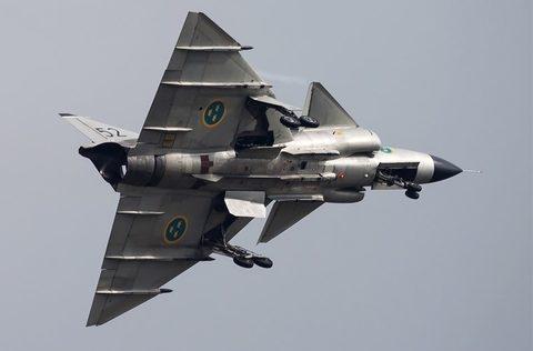 Tuy nhiên, nguồn tin này không cho biết cụ thể thời gian diễn ra tình huống này. Để khóa được chiếc máy bay bay nhanh nhất thế giới của Mỹ, JA-37 Viggen đã phải thực hiện chiến thuật dự báo đường bay, kết hợp với hệ thống radar mặt để mai phục sẵn.
