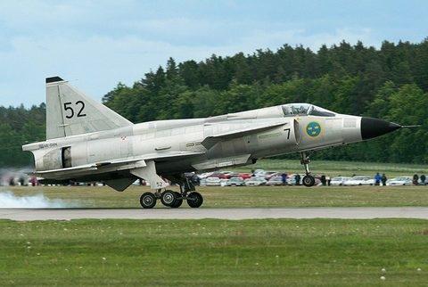 Mặc dù JA-37 Viggen là chiếc máy bay đỉnh cao vào thời điểm nó ra đời (thực hiện chuyến bay đầu tiên năm 1967) nhưng để khóa được mục tiêu là chiếc SR-71, không bao giờ là chuyện dễ dàng với máy bay này khi nó chỉ đạt trần bay 18 km, tốc độ tối đa Mach 2,1.