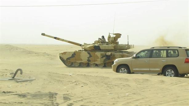 Ngoài ra, Kuwait trong vài năm trở lại đây đã nhiều lần đề nghị phía Mỹ hỗ trợ nâng cấp toàn bộ hơn 200 xe tăng Abrams để đáp ứng các mối nguy cơ mới phát sinh trong khu vực, trong đó có sự lớn mạnh của các nhóm khủng bố Hồi giáo cực đoan trong khu vực. Tuy nhiên, đề nghị này vẫn chưa nhận được sự đồng ý của Mỹ.