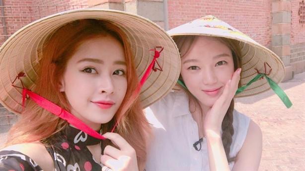Chi Pu đọ sắc cùng Á hậu Hàn trong buổi chụp hình