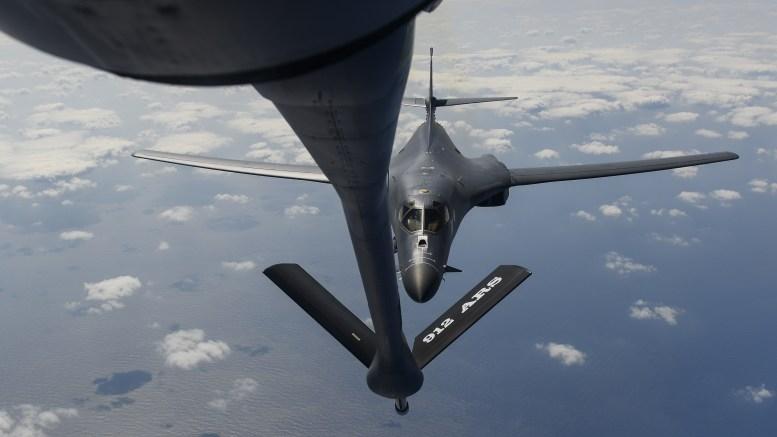 Yonhap ngày 2/5 dẫn lời Trung tá Lori Hodge, người phát ngôn của Lực lượng Không quân Thái Bình Dương (PACAF) cho biết, ngày 1/5, các máy bay ném bom B-1B Lancer đã rời căn cứ không quân Andersen ở đảo Guam để tham gia các hoạt động huấn luyện song phương với các đối tác Hàn Quốc và Nhật Bản.