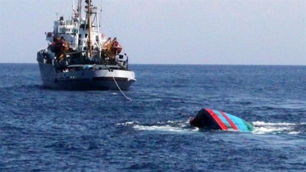 Tàu cá Bình Định bị tàu nước ngoài đâm chìm
