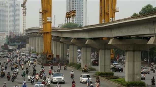 Thuế môi trường để xây đường sắt trên cao: Khiên cưỡng quá!