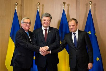 EU dang mot canh tay chao don Ukraine?