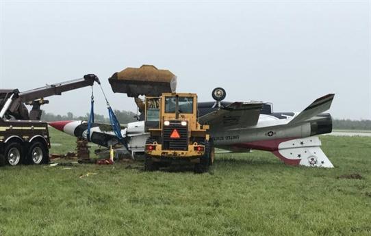 Thông tin về vụ việc này được NBC dẫn nguồn tin Không quân Mỹ cho biết, vụ việc xảy ra vào ngày 23/6 khi chiếc F-16 đang diễn tập tại sân bay Dayton (bang Ohio, Mỹ) cho sự kiện trình diễn máy bay Dayton Air Show.
