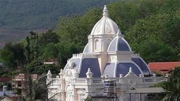 Lộ diện chủ nhân 'lâu đài' kiểu Nga giữa phố núi