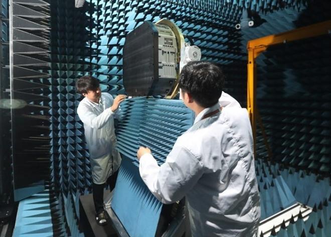 Hãng thông tấn Yonhap dẫn nguồn tin Công ty Quốc phòng Hàn Quốc Hanwha cho biết, nhà sản xuất này đã phát triển thành công loại radar tối tân AESA để trang bị cho tiêm kích tàng hình nội địa KF-X.