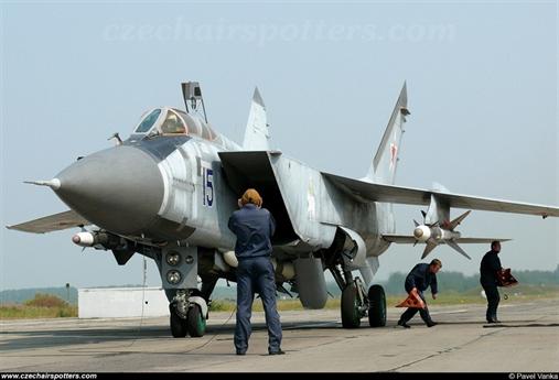 Theo TASS, ngày 18/7, tiêm kích đánh chặn hạng nặng MiG-31 đã đánh chặn thành công tên lửa hành trình siêu thanh trong cuộc tập trận tại vùng Viễn Đông. Trong cuộc diễn tập, MiG-31 đóng quân tại Kamchatka đã thực hành phát hiện và đánh chặn một tên lửa giả lập phóng từ biển Okhotsk bằng tên lửa không đối không. Khi bị đánh chặn, tên mục tiêu đang bay với vận tốc gấp 3 lần vận tốc âm thanh và ở độ cao tới 12km.