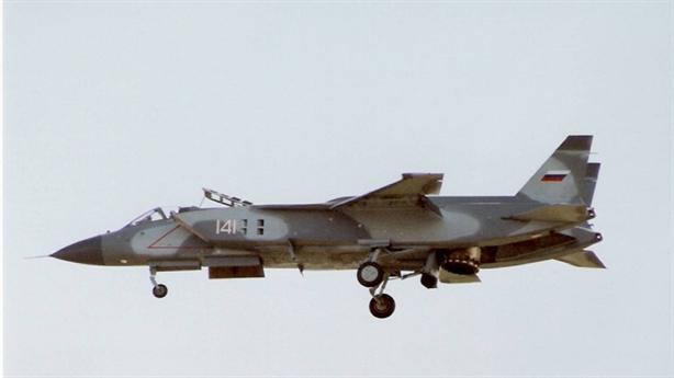 Dù không nói rõ nguyên mẫu nào của Yakovlev sẽ được Nga sử dụng để chế tạo máy bay mới nhưng căn cứ vào những dòng sản phẩm hoạt động kiểu VTOL từng được phát triển, gần như chắc chắn đó là Yak-141 bởi đây là dòng chiến đấu cơ hoàn hảo nhất của nhà sản xuất này từng phát triển.