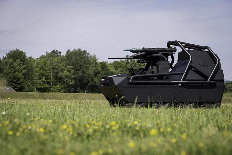 Tại triển lãm an ninh quốc phòng DSEI 2017 được tổ chức tại London, Tập đoàn quốc phòng Rheinmetall của Đức đã cho ra mắt một khái niệm phương tiện chiến đấu mặt đất không người lái mới có tên MM UGV (Multi Misson Unmanned Ground Vehicle) dành cho các đơn vị chiến đấu bộ binh. Nguồn ảnh: Rheinmetall.