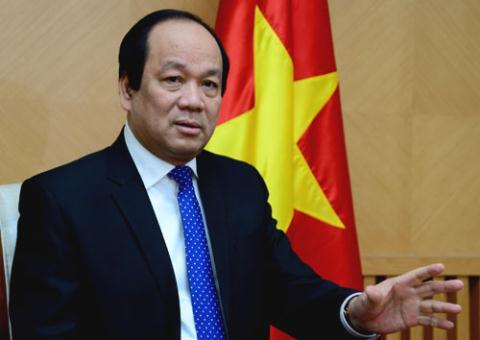 Bo truong Mai Tien Dung tang qua Tet bang gi?