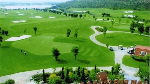 Địa phương tự quyết, bất động sản có đội lốt sân golf?