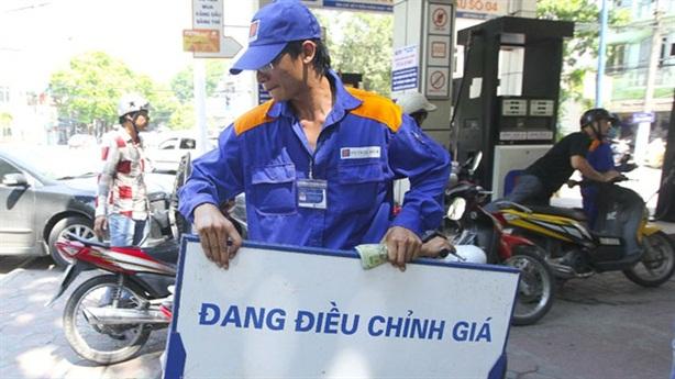 Tăng thuế vào xăng: Lý do chưa thuyết phục