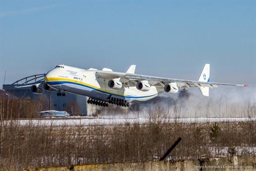 Defence-blog dẫn nguồn tin từ chính phủ Ukraine cho biết, siêu máy bay Antonov An-225 Mriya (NATO có tên mã là Cossack), chiếc máy bay lớn nhất thế giới được thử bay lần đầu tiên sau khi bảo dưỡng và naag cấp nhiều thiết bị mới.