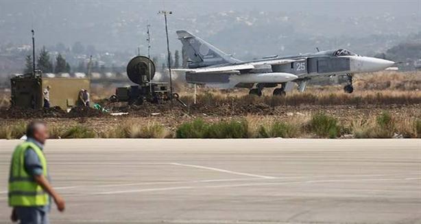 Dẫn nguồn tin quân sự Nga, tờ Arab News tiết lộ rằng kể từ khi nhận quyết định dừng bay cùng Su-25 hồi đầu tháng 2 của Không quân Nga tại Syria, toàn bộ cặp cường kích này được triển khai tại căn cứ Hmeymim vẫn phải nằm đất. Chúng chỉ được phép hoạt động cầm chừng ở những khu vực được cho an toàn hơn.